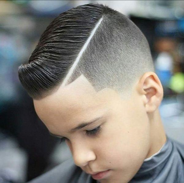 Cortes de cabello modernos con diseo para nios 1