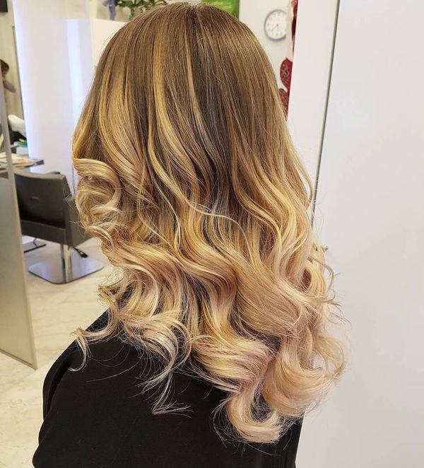 Ideas de cabello estilo mechas californianas rubias 5