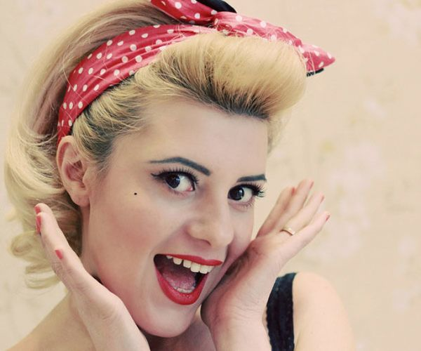 Rockabilly Haare Pin Up Frisur mit Haarband 4