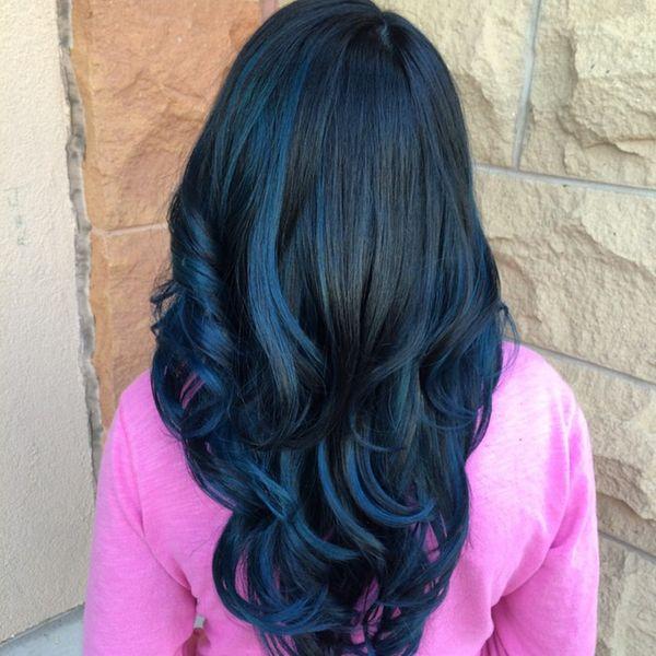 Moderne Trends der dunkelblauen Haare 6