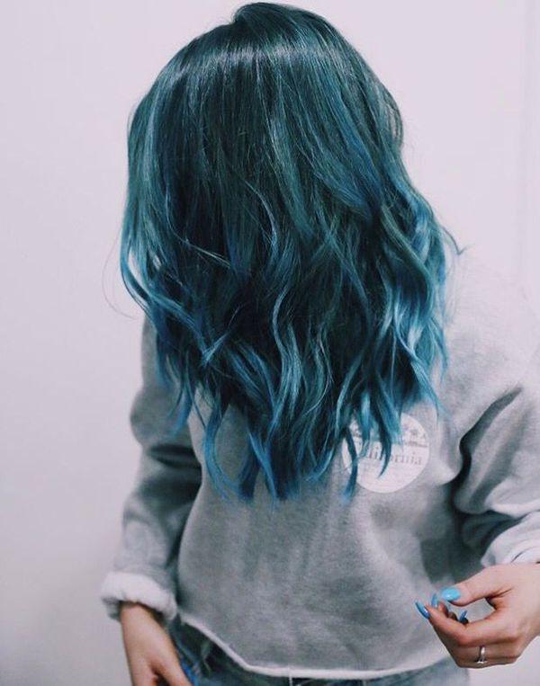Moderne Trends der dunkelblauen Haare 9