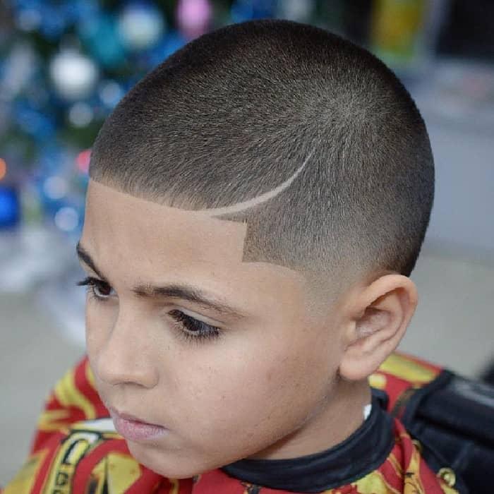 Die Frisur mit Line-Up erfordert kein Styling, um großartig auszusehen