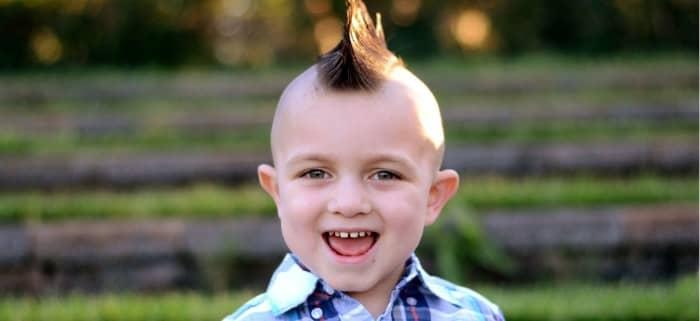 Mohawk mit rasierten Seiten für Jungen