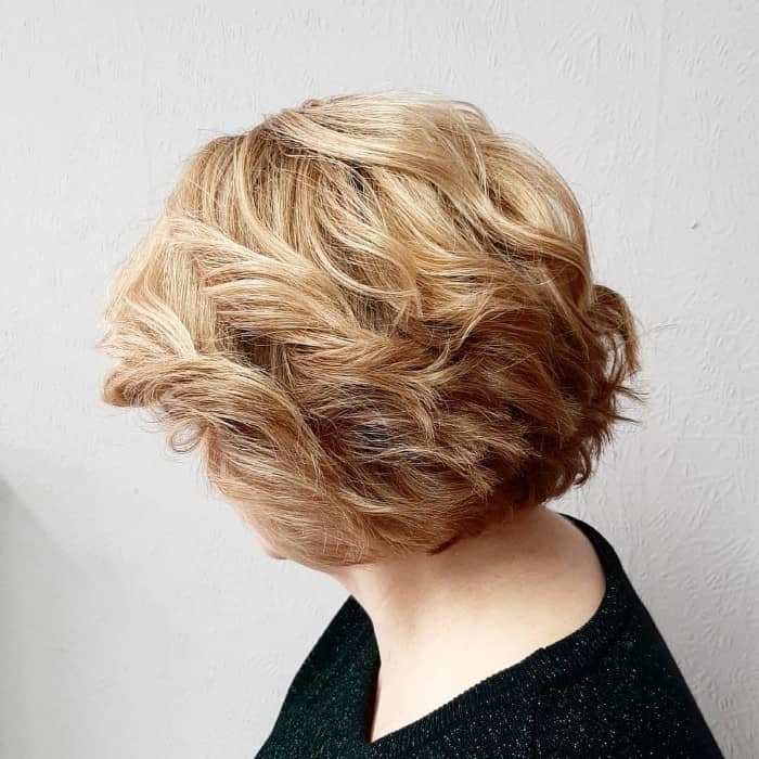 Stilvolle kurze gestufte Haare mit Schichten