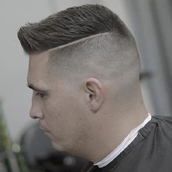 Flat Top Frisur mit Seiten auf Null