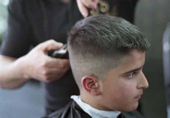Haarschnitt mit Übergang für Jungs
