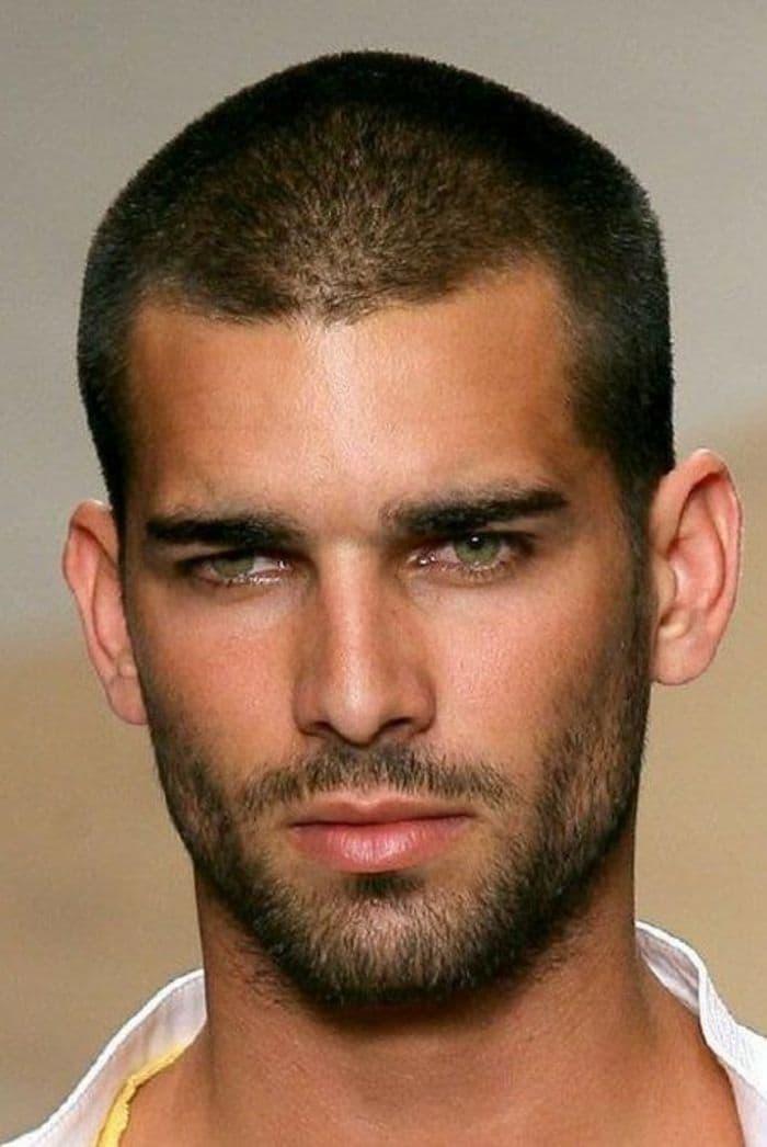Der Boxerschnitt 6mm mit kurzem Bart für brutale Männer