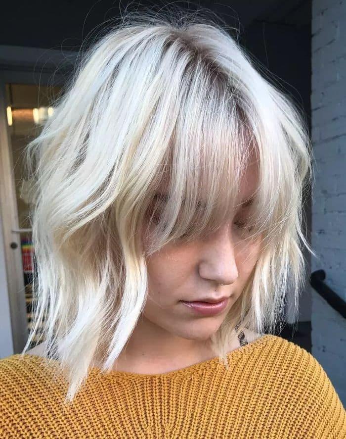 Dies ist eine schöne Frisur für Blondinen